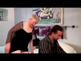 Възбуден бабичка takes на two cocks