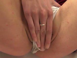 Piss: 蹲便器 loving 年輕 wetting 她的 短褲