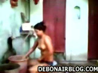 Desi jong meisje baden en soaping tieten mms