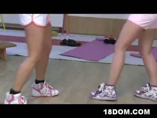 Vrouwelijke dominantie tiener meisjes boksen