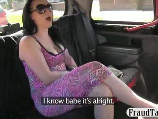 Taxi driver steals この 女の子 お金 と のmake 彼女の 吸う 彼に オフ へ 支払い