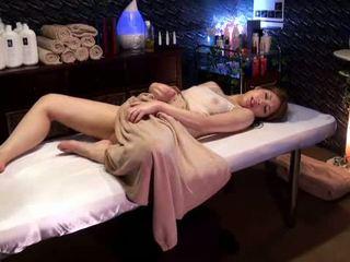 Mosaic: कॉलेज गर्ल reluctant ऑर्गॅज़म द्वारा masseur