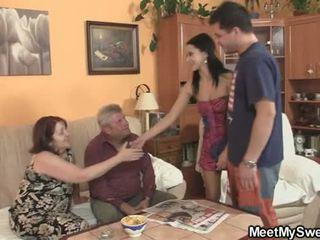 Sua gf seduced por pervertida parents