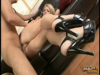 Pornstar Jamie LaMore Bows Herself Over The Bed And Acquires Real Banged