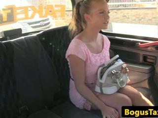 Cocksucking taxi tchèque baisée sur siège arrière: gratuit hd porno c4