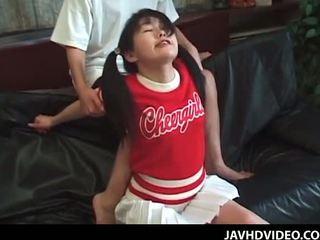 Jap cổ vũ trong pigtails trong cô ấy đầu tiên thời gian lõi cứng