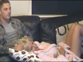 Māte un dēls noķerti līdz slēpts cammera