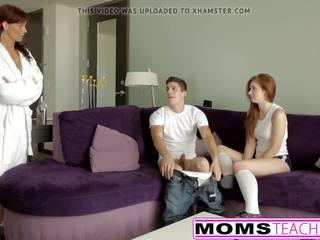 Ruiva mãe e jovem grávida filha obter marota com caralho.