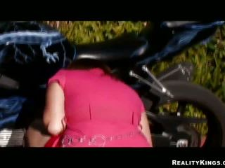 مختلط race pulverizing إلى bike loving gal alice bell