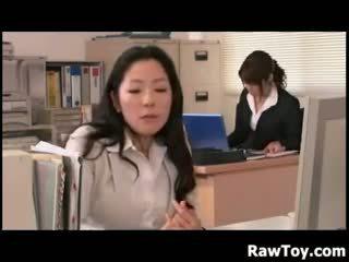 Er is een dildo in de kantoor