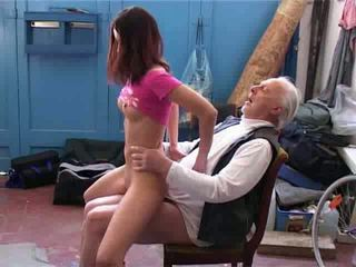 Eski adam istemek için onarım benim bak trampling video