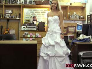 Convincing een jilted bruid