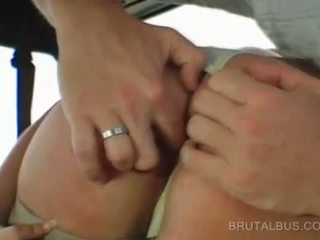 Sexy amateur goes naakt en gives bj in bus