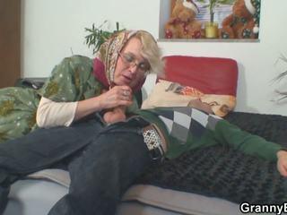 Lonely 70 years 늙은 할머니 slammed 부터 뒤에: 고화질 포르노를 50