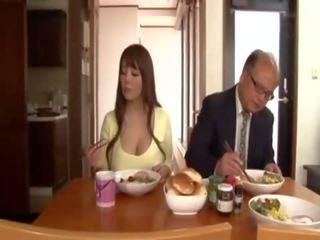 Hitomi e o houseguest