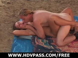 Banjo dielli turns në seks në the sandy plazh