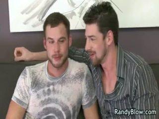Gay vídeos de andrew e chris a foder e a chupar em um cama 2 por randyblow