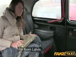 Het gal från latvia körd i den cab