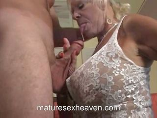 Old lady does her goňşy, mugt the swinging garry hd porno