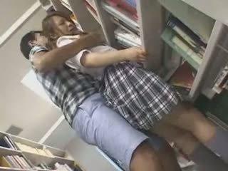수줍은 여학생 모색 과 used 에 a 도서관