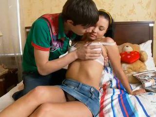 Lustful man kisses meisjes