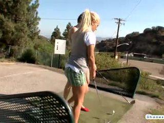 Golfs spēlē uzbudinātas lesbiete pussies