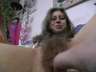 Peluda amadora gets trimmed e depilada