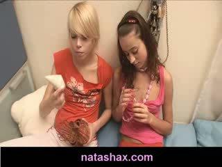 Natasha innocent και exgirlfriend παιχνίδι με nipple φούσκωμα