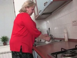Gemuk nenek dalam yang dapur r20
