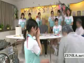 Bottomless japanisch krankenschwester sixtynine blowjob im öffentlich