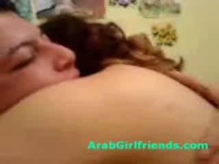 Baben curvy arab sucks off bf till få körd i hemgjort