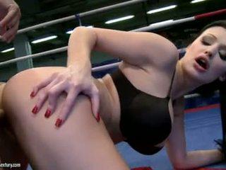Aletta ocean receives haar lief gap geneukt in een boksen ring door een hard lul