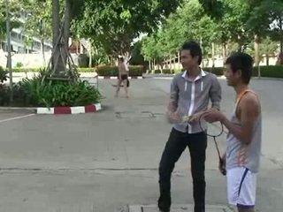 Homoseks pria asia gay sucks two cocks
