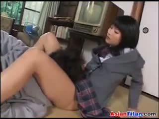 الآسيوية تلميذة و لها male عبد