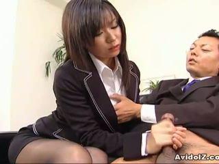 Sexy sekretärin satomi maeno sucks an hässlich schwanz!
