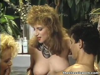 Sensuous drie sommige shag in bubbelbad