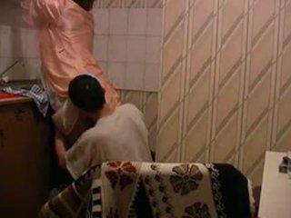 Abuelita gets follada en cocina