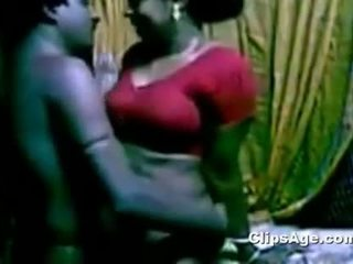 Southindian gira servant aunty a foder dela chefe enquanto sua esposa non availe