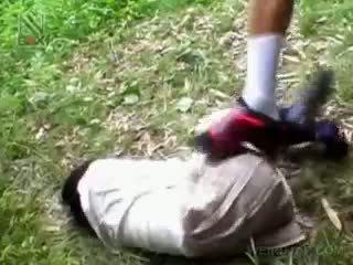 Fragile asiatisch schulmädchen getting brutally gefickt draußen