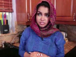 बस्टी arab टीन ada gets गड़बड़ कठिन