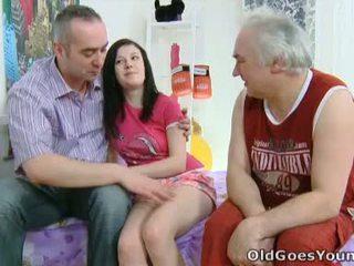 Alena と 彼女の 男 are 一緒に で ベッド と 彼 has an 古い 友人