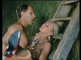 Flying skirts - 1984: 葡萄收获期 高清晰度 色情 视频 8d