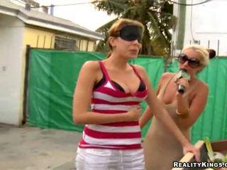 Tities e pussys em vídeos