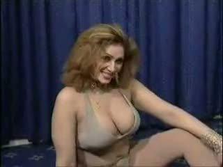 पाकिस्तानी bigboobs aunty न्यूड dance में उसकी बेडरूम