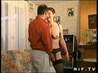 Plaukuotas prancūziškas milf gets jos šikna pakliuvom