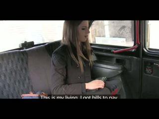 Faketaxi apdullinātas brunete takes tas no aiz uz taxi sextape