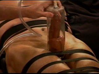 Estremo vacuum pumping cazzo palle tortura (cbt) su muscle guy