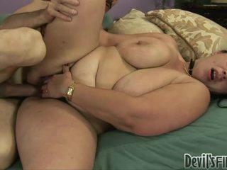 أقرن overweight امرأة acquires لها أشعر twat damaged بواسطة ل stranger