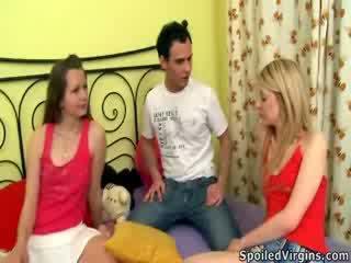 Naomi prepares Violetta to the virginity loss.