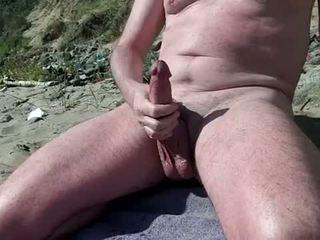 Khỏa thân đồng tính hiển thị con gà trống trên các thuyết khỏa thân bãi biển